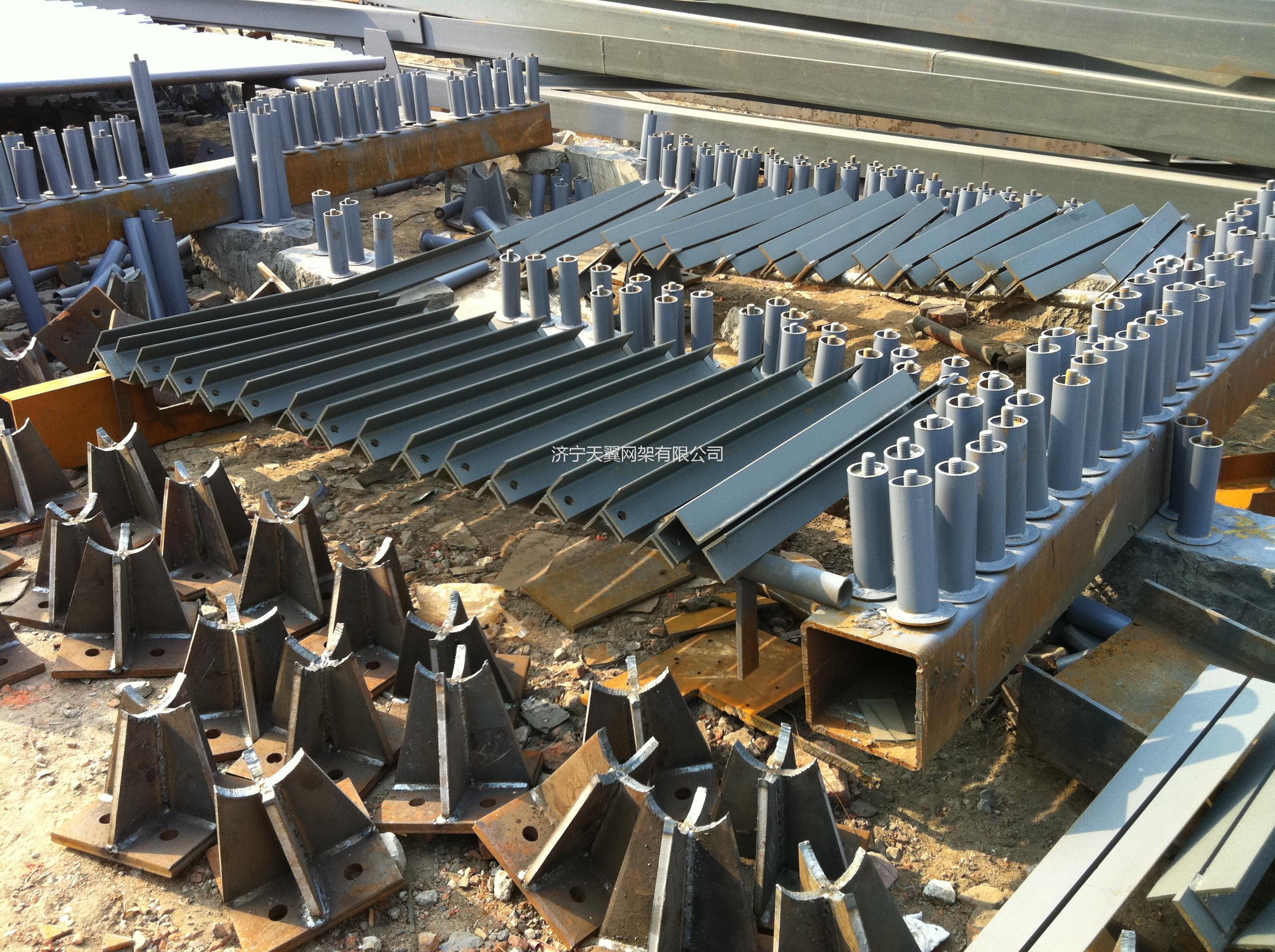 拥有国家壹级钢结构专项施工资质,钢结构专项工程设计甲级以及钢结构