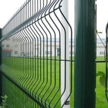 网面三段折弯焊接护栏网片_安平县富凯丝网厂