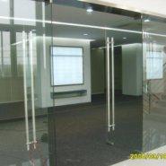 广州白云区地弹簧玻璃门窗安装隔断图片