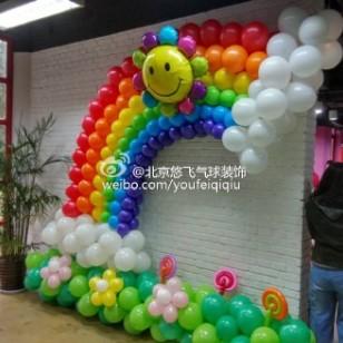 气球彩虹墙图片