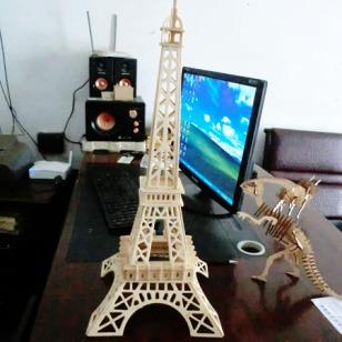 东莞木制巴黎铁塔模型玩具图片