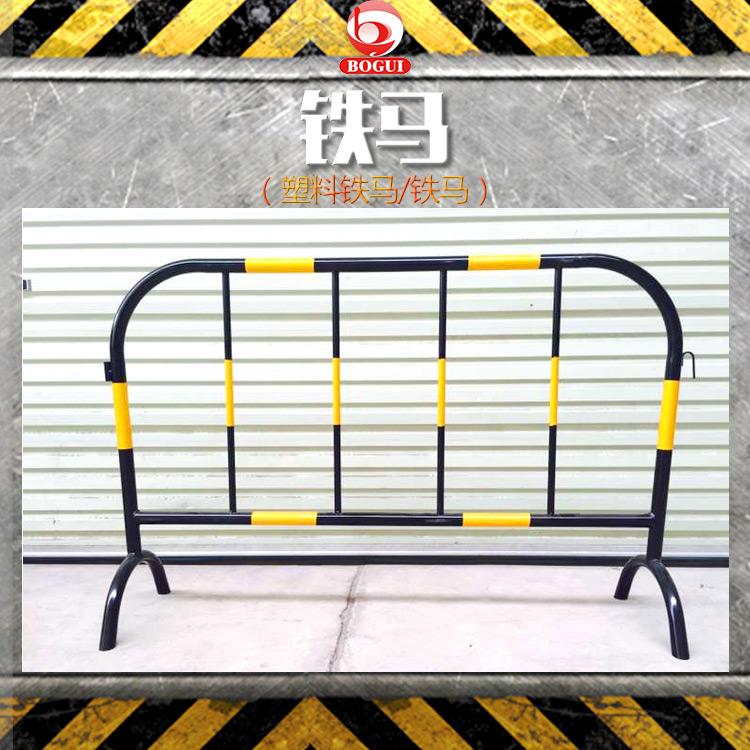 供应广西铁马 塑料铁马 PE塑料黑胶马 施工铁马移动公路围栏 PE塑料黑胶马 交通安全护栏 施工围栏厂家直销