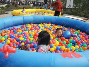 供应江苏地区夏季儿童充气蹦床海洋池设备出租