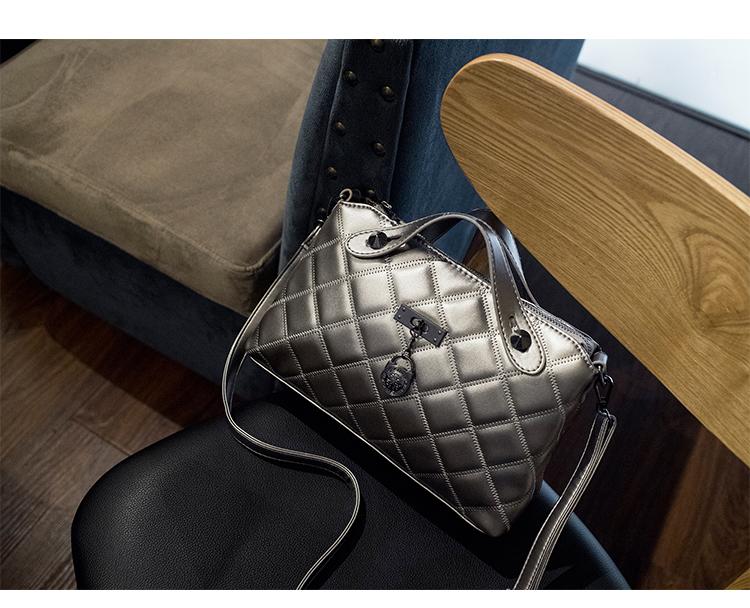 由设计师精心原创设计,集结时尚箱包品牌经典款式之精华,精选高品质的