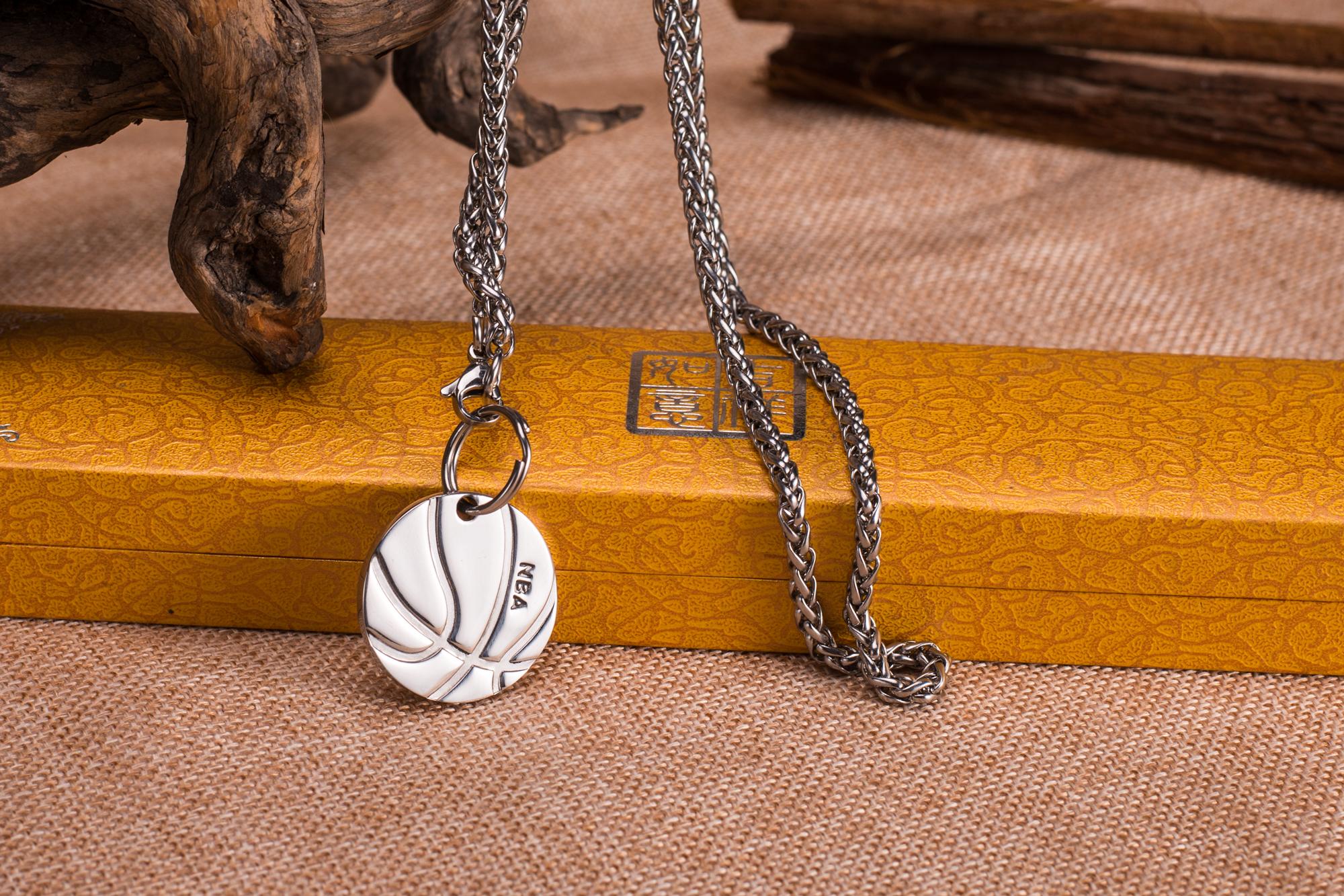 篮球配钛钢链 体育运动 篮球饰品 时尚饰品 尚饰品 尚饰品 供应篮球配钛钢链