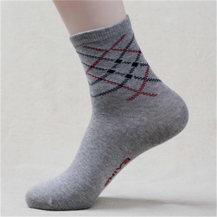厂家直销中高档男袜子批发  男女运动袜子批发   全国包邮