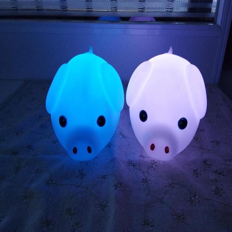 萌宠小猪拍拍灯 搪胶usb充电节能环保起夜床头灯 创意礼品七彩慢闪