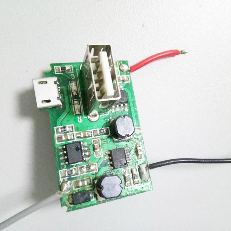 电池容量:4400m  (电流最大5a)      二,手电筒部分      灯珠规格:6v