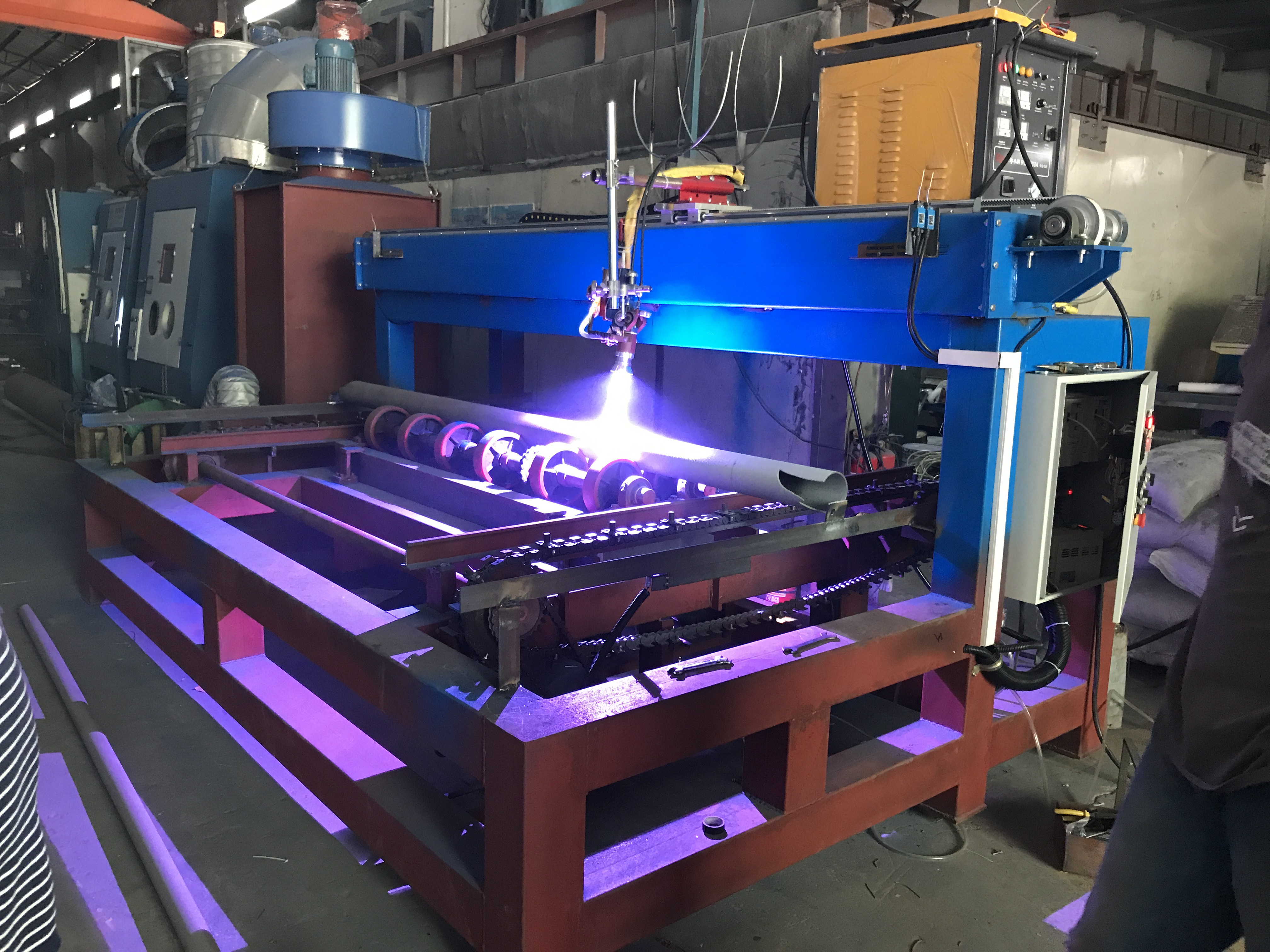 佛山荣高提供钢结构 钢管 灯杆  自动热喷涂设备