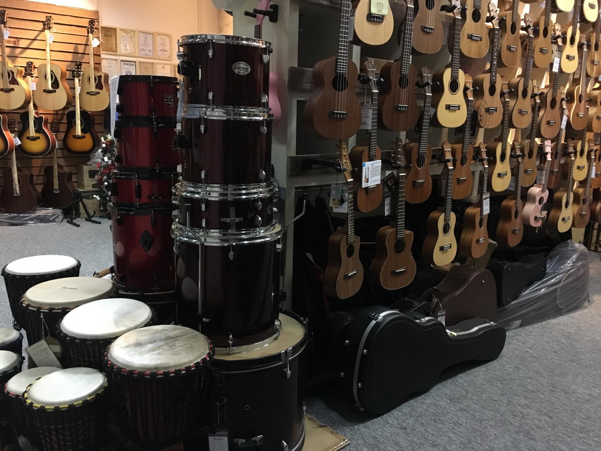 广州哪有民谣吉他电吉他出租,成乐时代音乐琴行 乐器出租