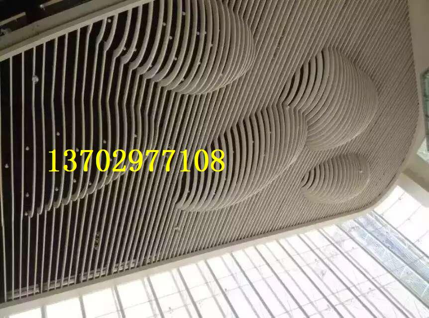 木纹色穿孔铝圆管吊顶