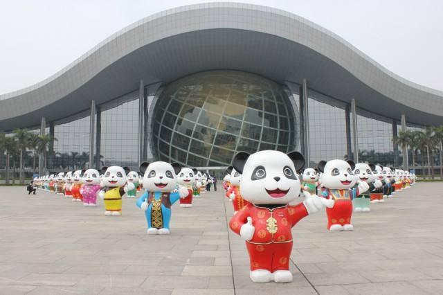 玻璃钢大熊猫雕塑 商场创意熊猫摆件加工 玻璃钢大熊猫雕塑定做