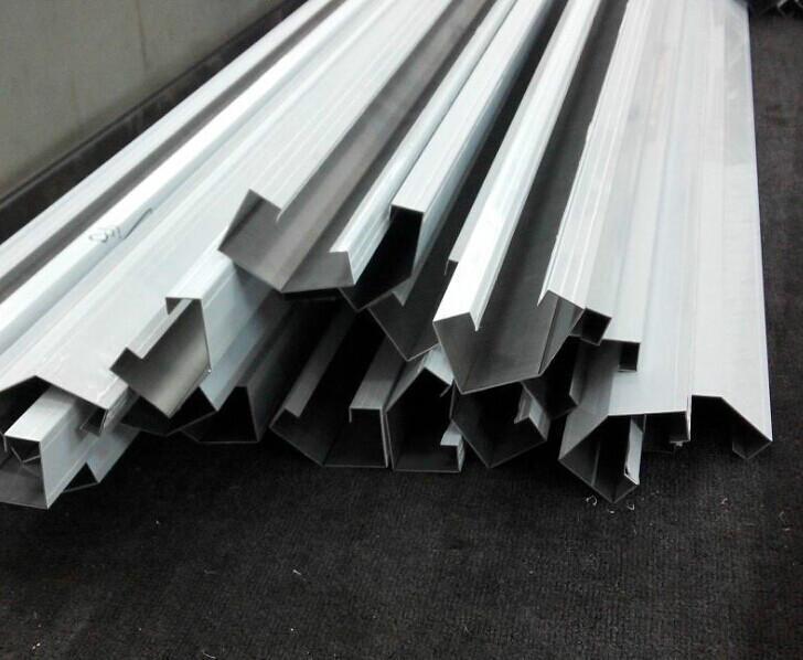 西安厂家专业生产不锈钢扣条加工|西安不锈钢踢脚线加工供应电话
