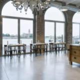混凝土密封固化剂地坪:餐厅改造应用清水混凝土地面效果