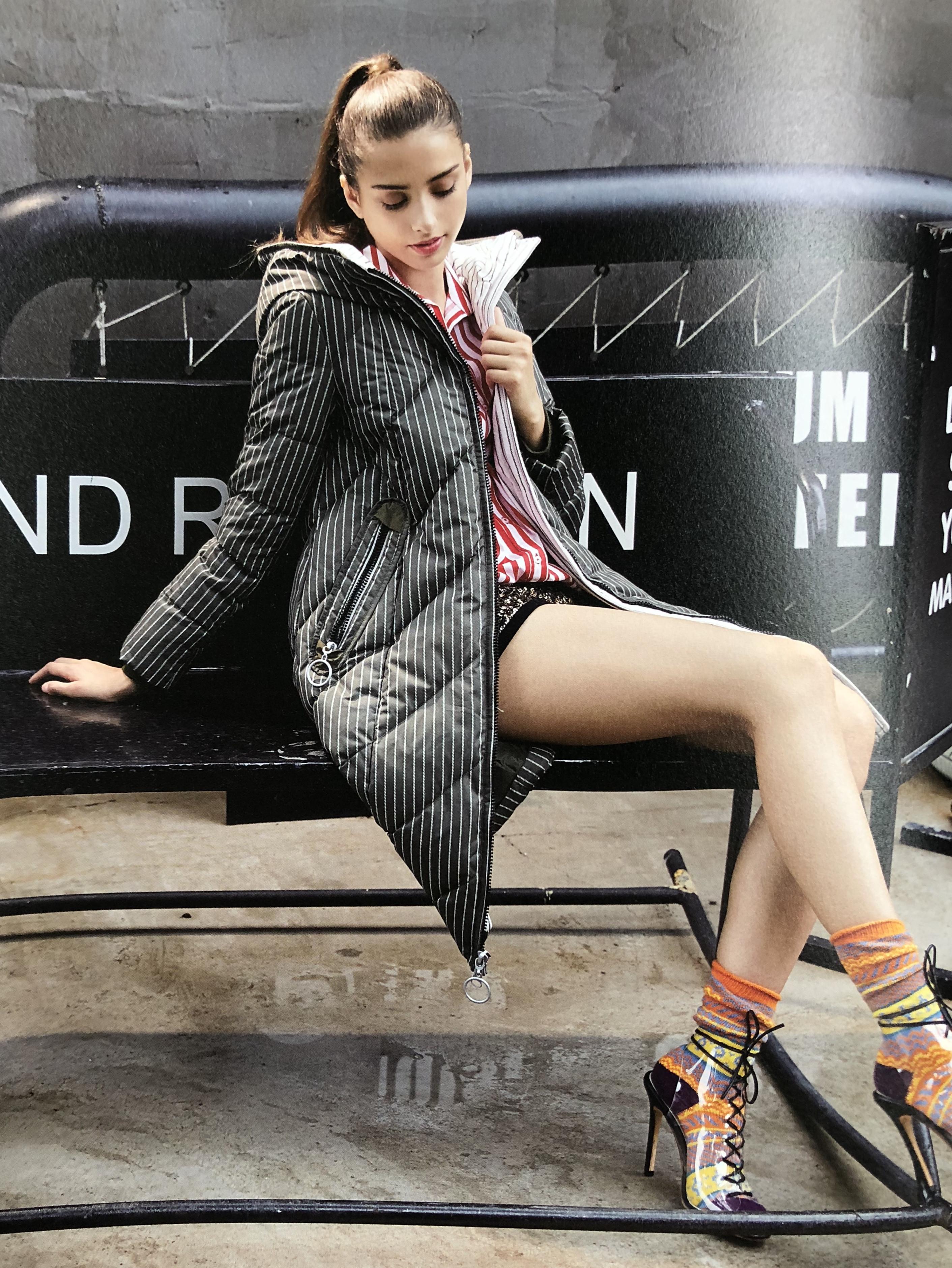 上海一线品牌盟可睐羽绒服 品牌女装货源大全 货源大全供应