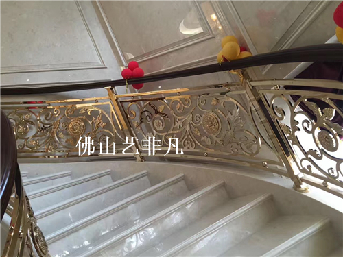 崇明中央大堂弧形楼梯铝板雕花镂空护栏订做