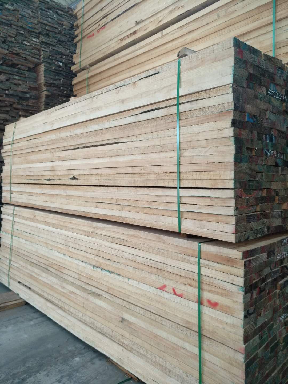 供应新西兰辐射松木板材 供应新西兰松木板 直销新西兰松木板 有节家具材 50厚4米无节松木板