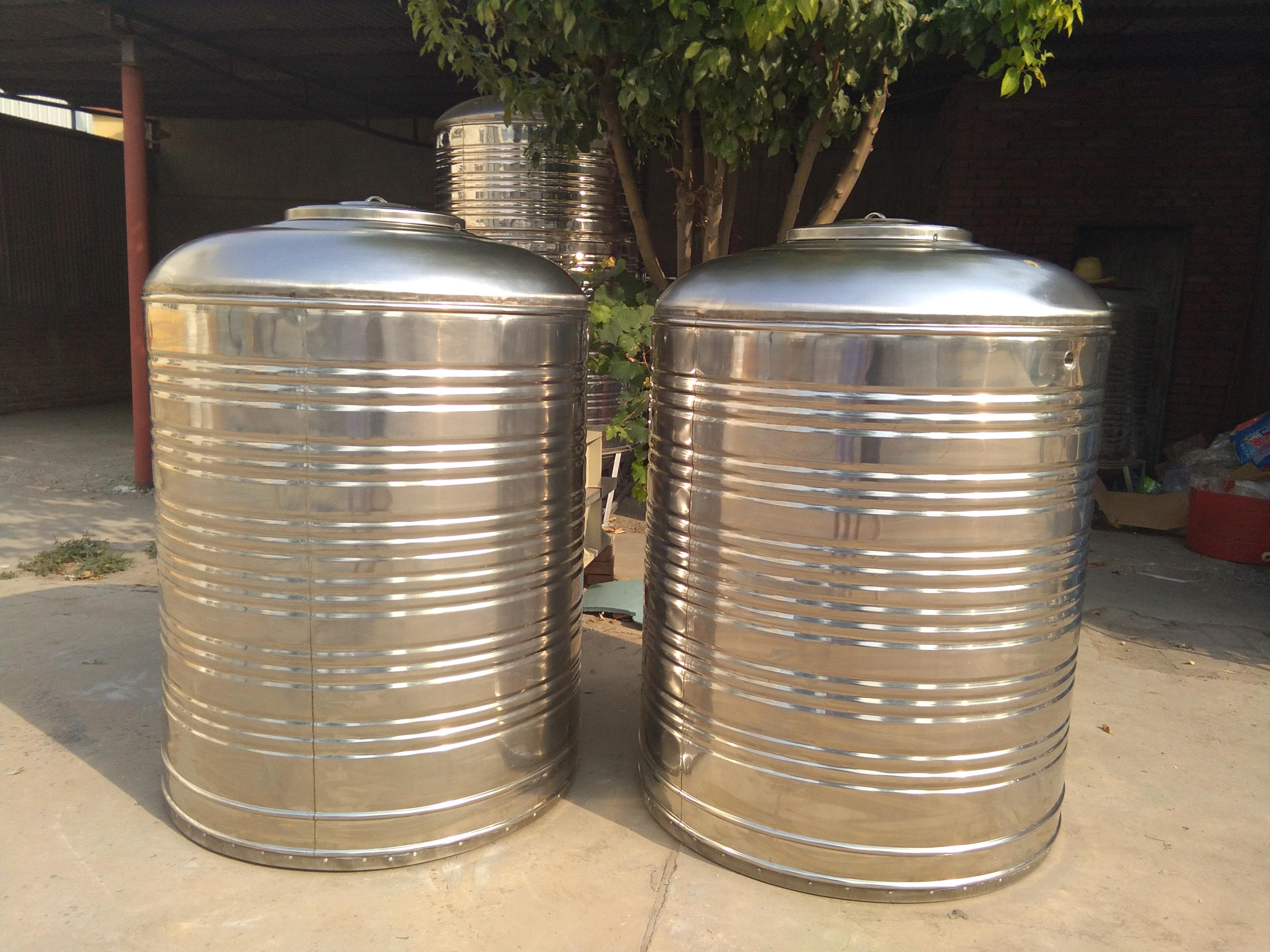 哪有卖 房山区良乡保温水箱不锈钢材质厂家送货1吨直径1020 总高1450