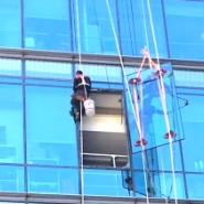 外墙蜘蛛人、专业打胶、高空安装、图片