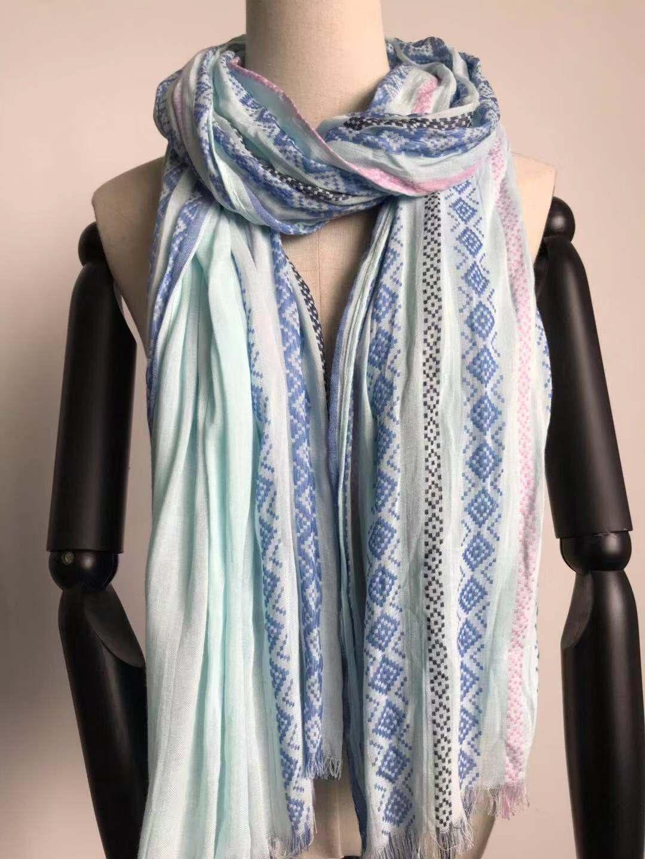 人造棉梭织小提花围巾销售