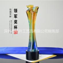 企业表彰大会颁发琉璃领军奖杯,深圳厂家定制,直销图片