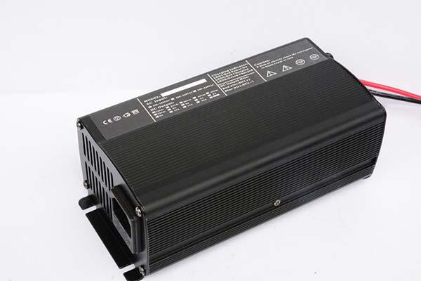 供应电动车充电器滑板车充电器48V5A