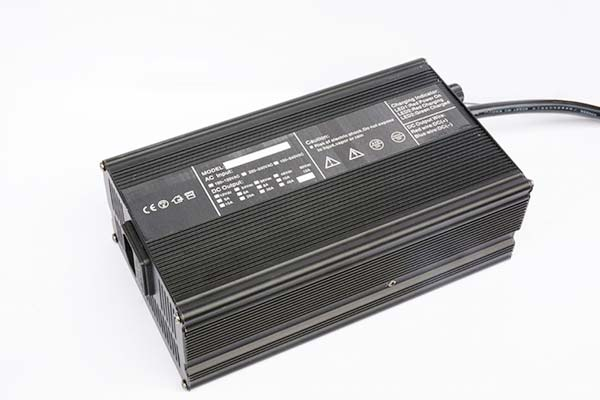 AGV智能充电器12V30A 厂家直销电动叉车高尔夫球车电瓶车电动车洗地机充电器