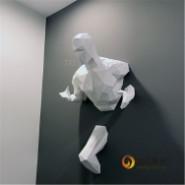 玻璃钢穿墙人物雕塑创意抽象运动人图片