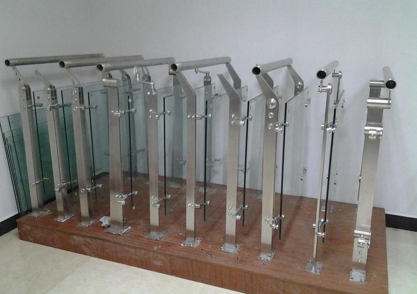 适用于各大场所玻璃栏杆立柱