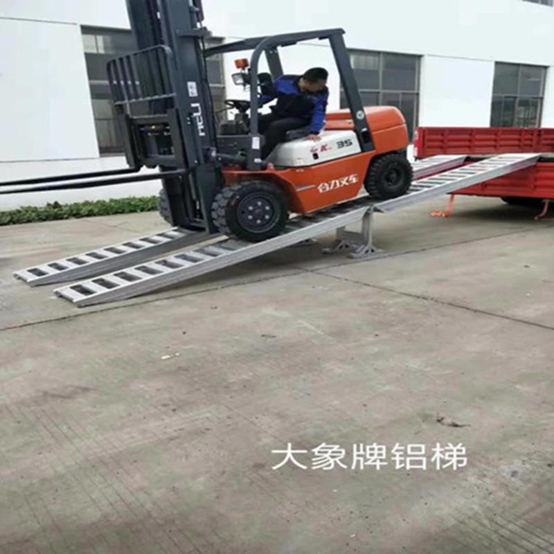 使用便捷的可拆卸高强度拼接款铝爬梯  拼接款铝梯
